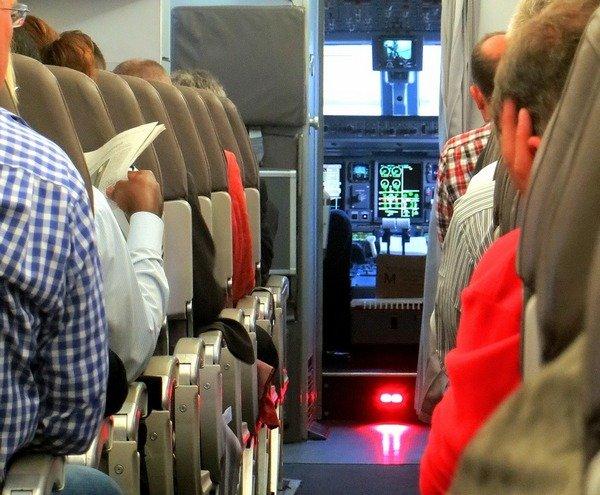 Air India выделит отдельные места для женщин навнутренних рейсах