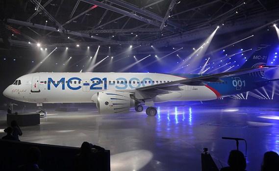 Самолет МС-21 впервый раз выполнил руление навзлетно-посадочной полосе
